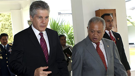 Australian Defence Minister Stephen Smith with his Indonesian counterpart Purnomo Yusgiantoro