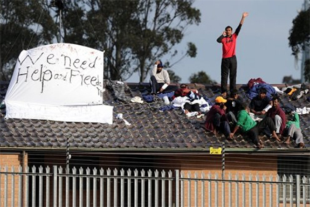 Nine Sri Lankan asylum-seekers protest on the roof of the Villawood detention centre near Sydney on September 21, 2010