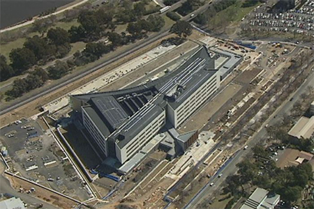 The new ASIO building sits on the shores of Lake Burley Griffin in Canberra. (ABC News)