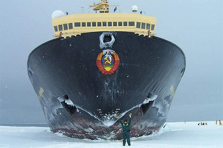 A Russian ice breaker makes its way to Antarctica