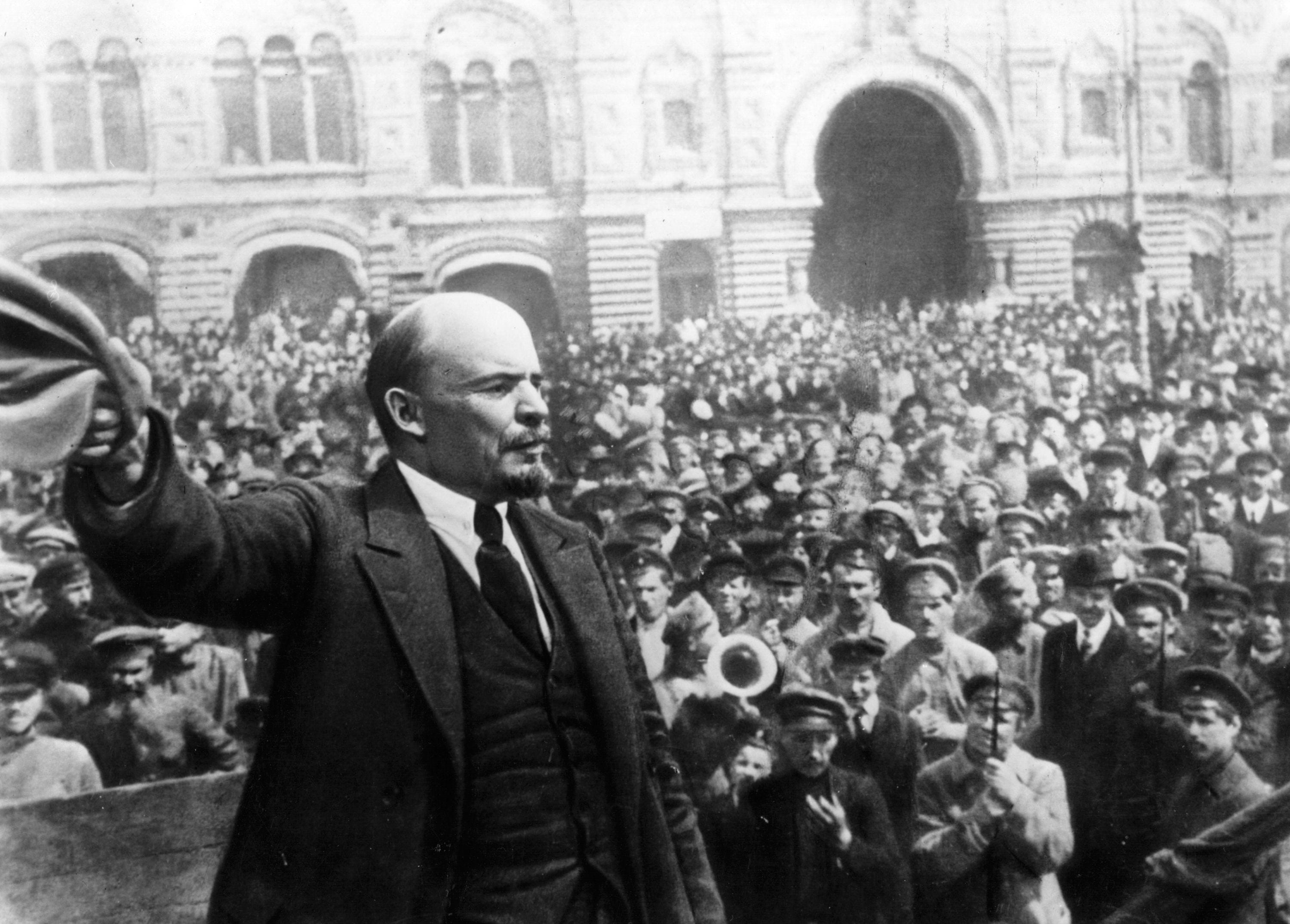 Vladimir Lenin Establishes USSR
