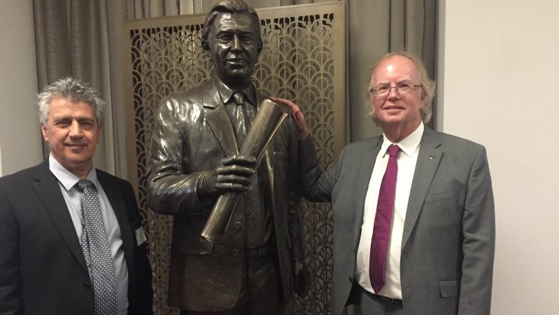 Bronze statue of former lord mayor Clem Jones with sculptor Phil Piperides and Clem Jones Trust chairman David Muir. CREDIT:TONY MOORE
